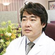 志賀由章医師